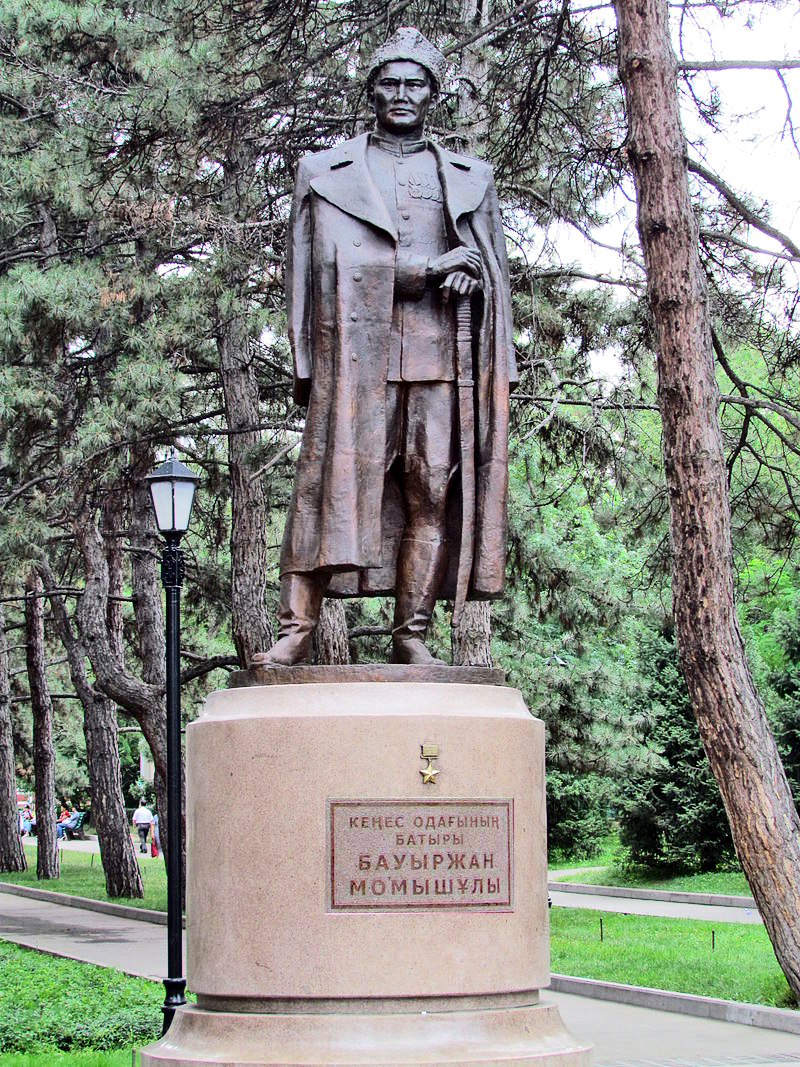 800px-momyshuly_monument_in_almaty